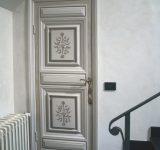 Restauro e decorazione di una porta antica